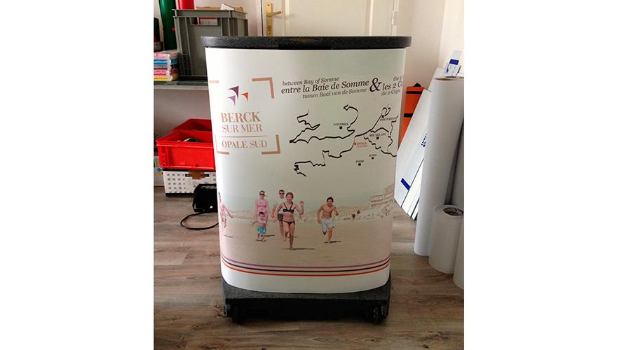 Comptoir stand avec visuel imprimé sur film polyester